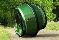 Электромобиль в виде гигантского колеса