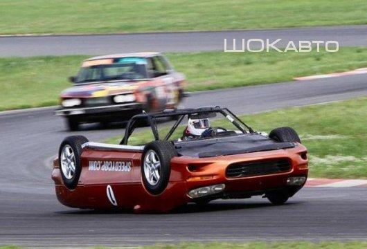 Автомобиль вверх тормашками