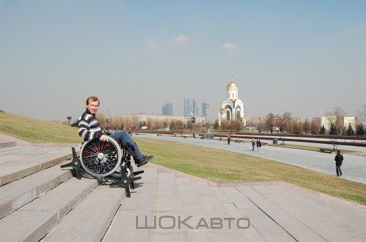 Инвалидная коляска Гради-Стандарт шагает по лестнице