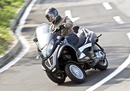 Трехколесный скутер Piaggio MP3 LT 400