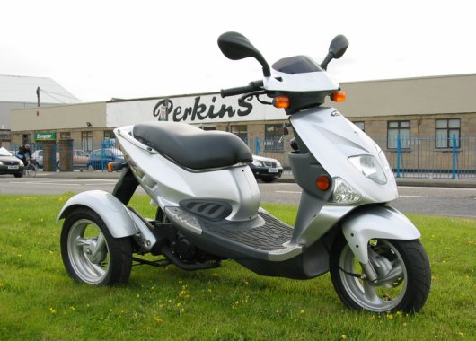 Трехколесный скутер Trippi