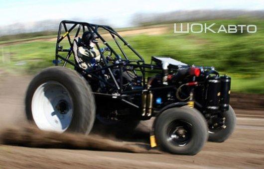 Гоночный трактор на треке