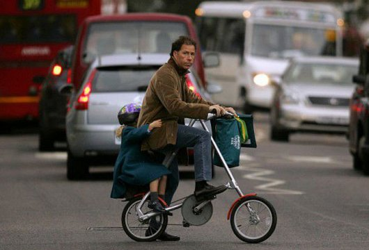 Маленький складной велосипед Strida