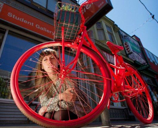 Канадцы перекрашивают брошенные велосипеды