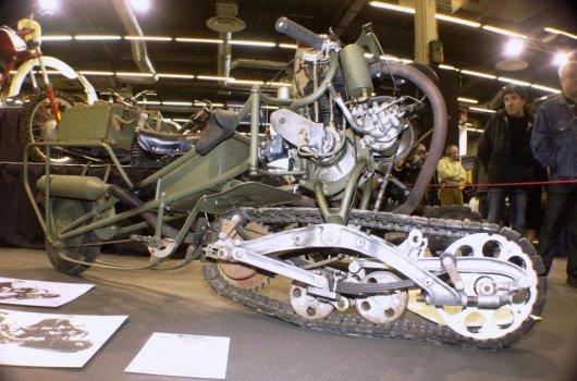 Коллекционный мотоцикл на гусенице